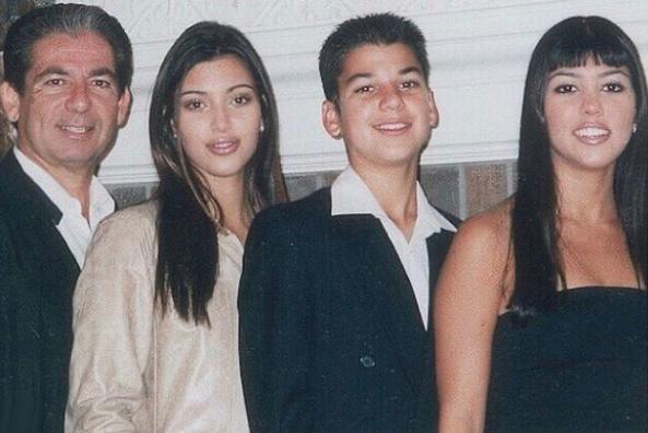Kim, Rob, And Kourtney Kardashian With Their Father Robert In 1999